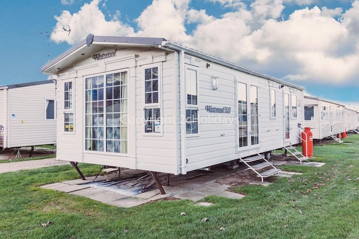 5 berth caravan for  hire at California Cliffs, Scratby, Norfolk ref 50024