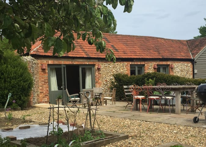 B&B annexe, Morston - fabulous coastal location! - Morston