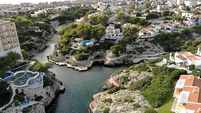 Dúplex con terraza, piscina y vistas al mar