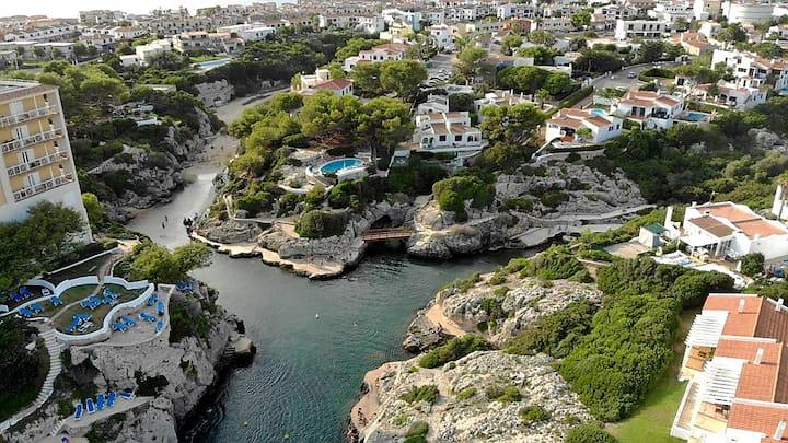 Apartamento con terraza, piscina y vistas al mar
