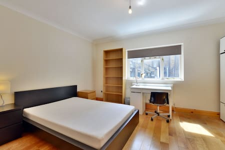 Delightful 1st floor one bedroom apartment - London - Apartment