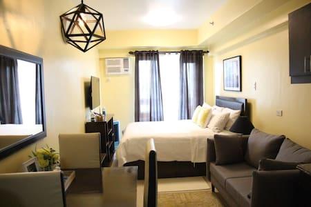 Comfy Hotel Condo near Makati w/ wifi and netflix