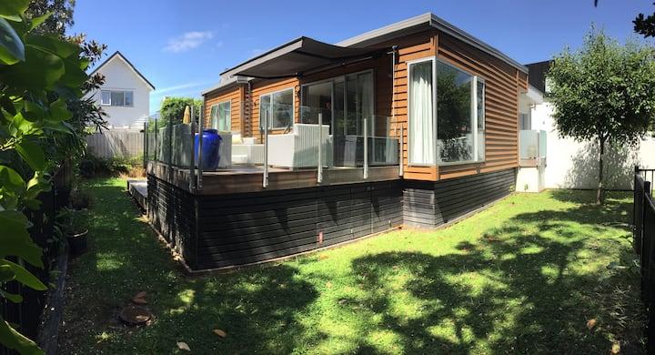 Your kiwi beach house awaits you!