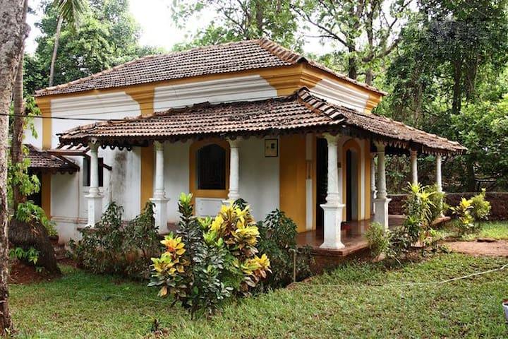 Rustic Goan Villa Amidst Birds & Greenery - Colvale - Casa adossada