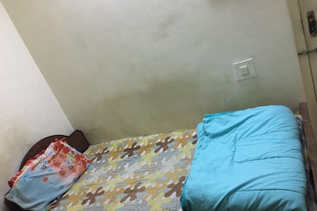 Small room to crash for short visit - Ahmedabad - Lakás