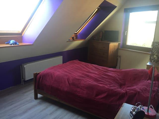 Tolles Zimmer mit eigenem Bad - โรนเนนเบิร์ก