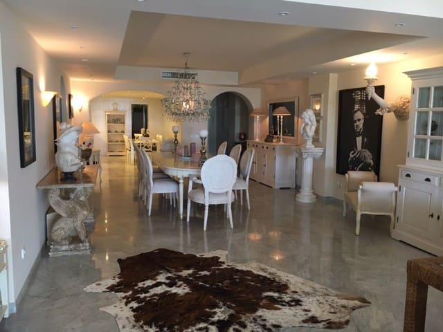 Biggest 330m2 luxury apartment of Puerto Banus