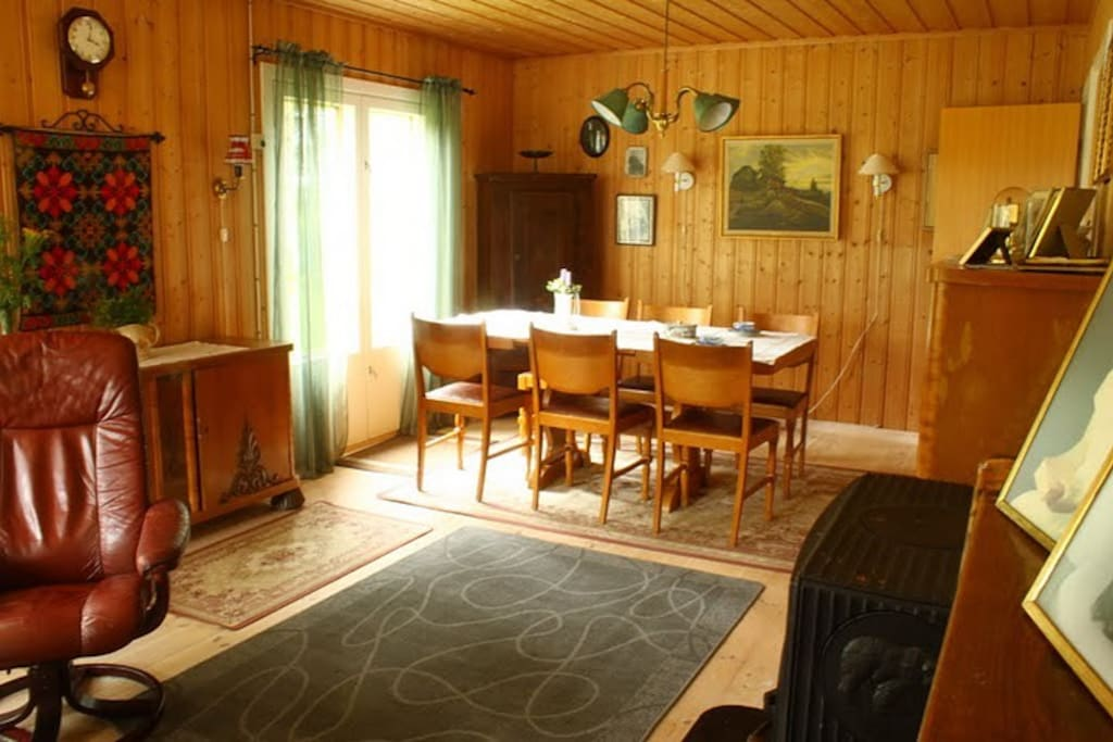 Matbord i vardagsrummet