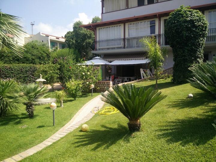Appartamento in villa vista mare a Diamante (CS)