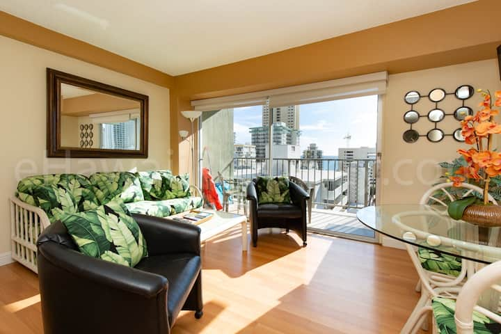 1206 WPH Ocean View Parking Included