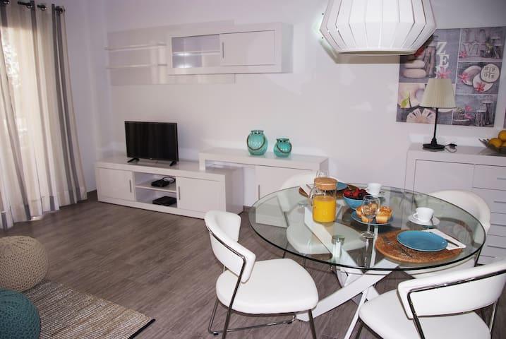 Renovado Apartamento a 1 minuto de la playa - S'Illot - Byt