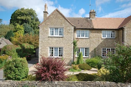 Feversham Cottage, 2 Stonegarth Helmsley YO62 5AJ - Helmsley