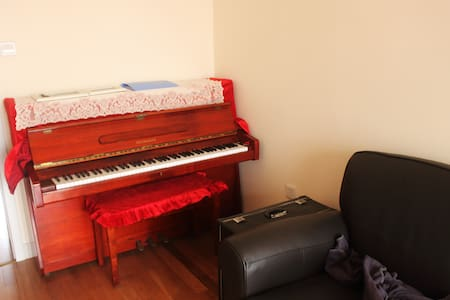 Cozy apartment with piano and feather sofa - Tianjin - Apartamento