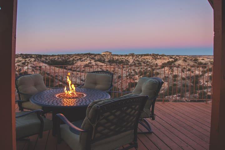 Palo Duro Scenic Retreat-Spacious Deck & Hot Tub