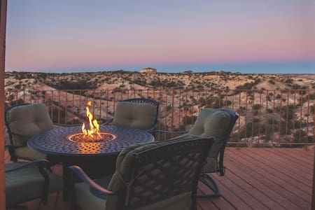 Palo Duro Scenic Retreat-Spacious Deck & Hot Tub