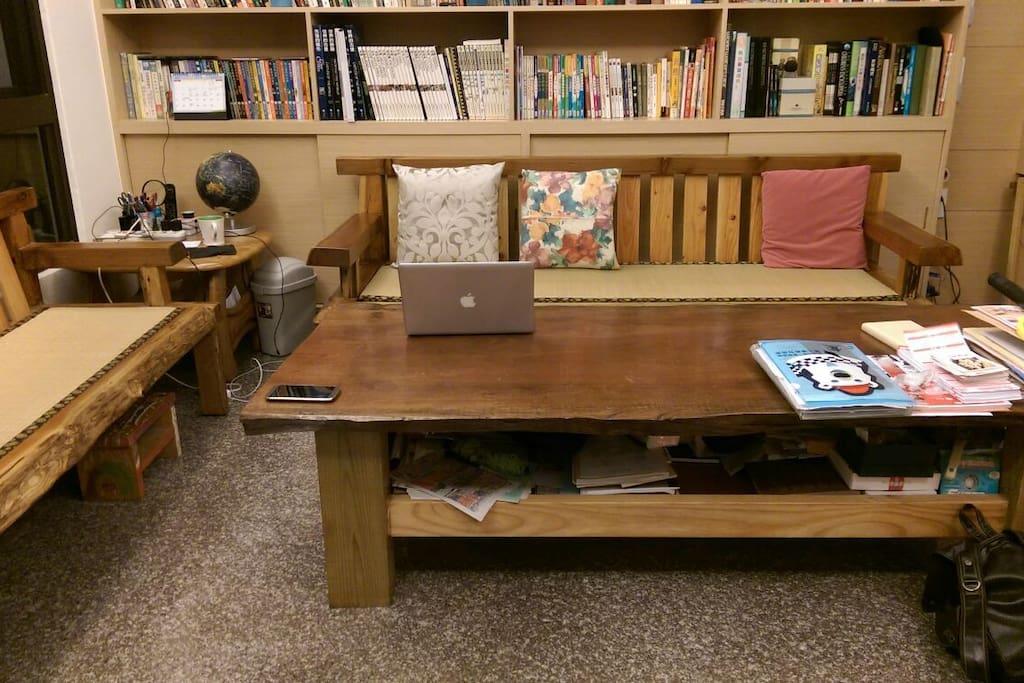 客廳,可以提供旅客閱讀,聽音樂,談天的地方