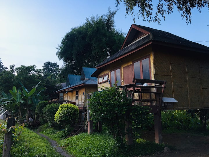 ThaiBungalow by river with air conditioning拜河边空调独栋