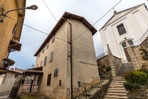 Sopraponte, In Borgo antico.