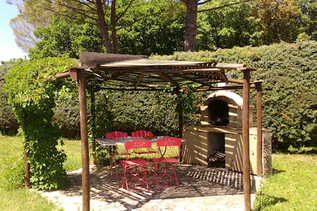 Maison avec ravissant jardin à 3 km d'Uzès - House