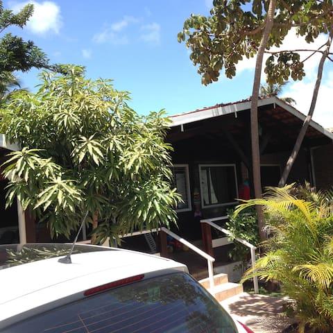 Comfy house near beach :)