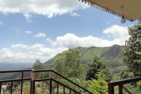 Mountian Top Cottage with Great Valley View Room 1 - Munnar