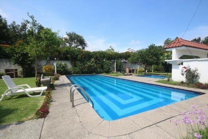 La Casa de mi Tio Milton *2 Parqueos GRATIS*
