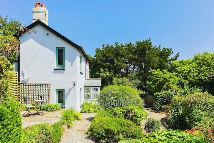GEORGEHAM MAY COTTAGE | Hot Tub (charges apply)
