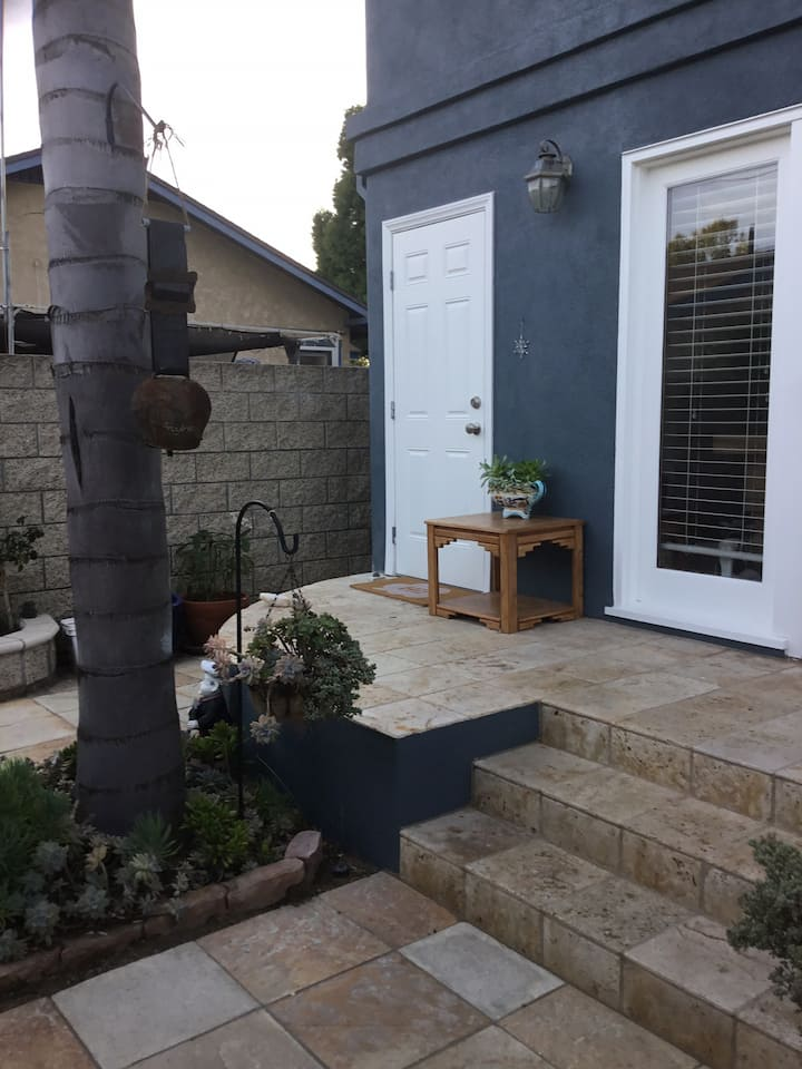 Loft with private entrance &balcony Long Beach CA