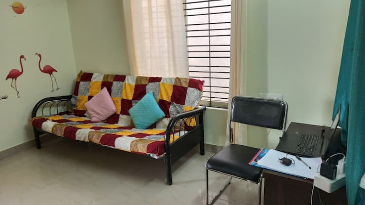 Pocket Friendly Stay @ Kr Puram with WIFI, Kitchen