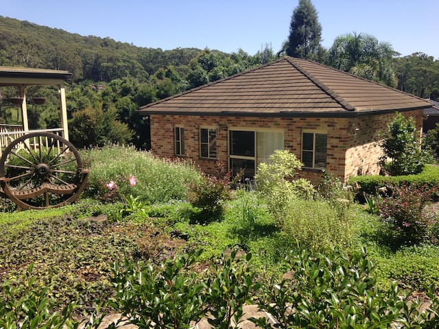 Corona Cottage - A Private Oasis - Glenning Valley - Bed & Breakfast