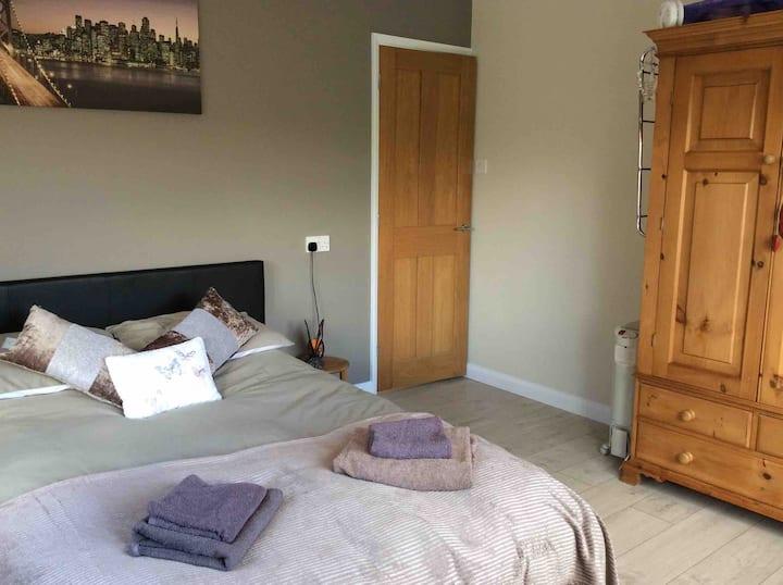 Reydon, Southwold ground floor double room, Shower