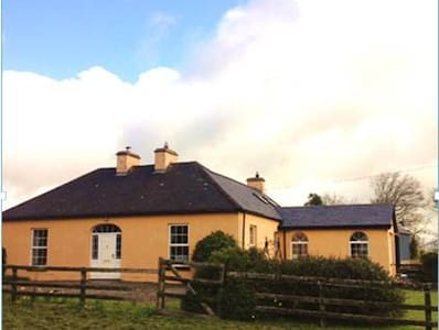 Family-Friendly Country Home Room 1 - Newcastle West