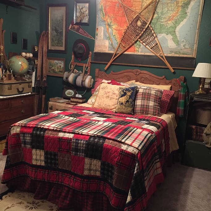 Cozy lodge decore makes this room an extra treat