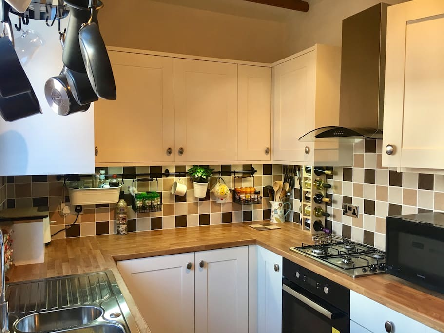 Shared, fully equipped kitchen facilities