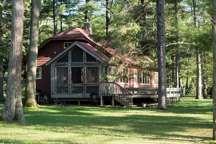 West Winds Historic Cabin and Bunk House 2.6 acres