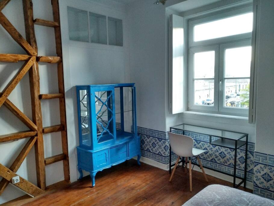 Azulejo Room (Bedroom) - Old drawer + desk