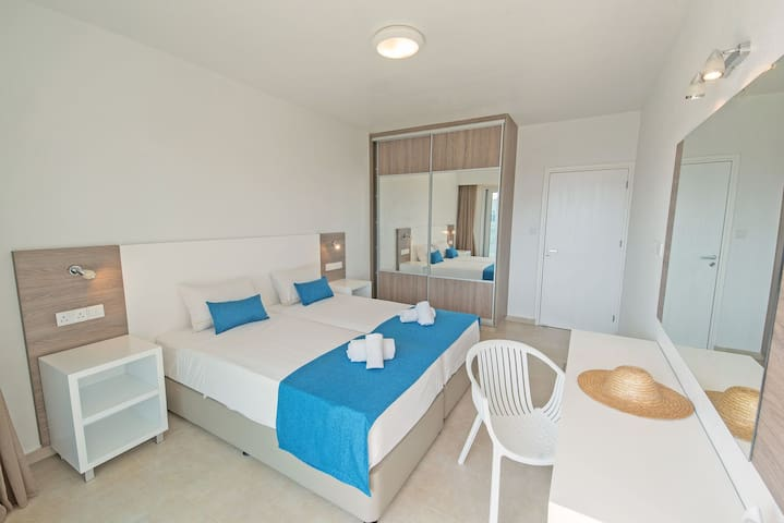 La Casa Luxury One Bedroom Apartment