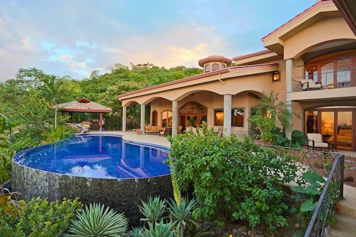 Sun Monkey Villa-Magnificent-pool/spa,  greenhouse