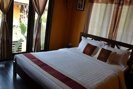 Villa Vang vieng Riverside - Bed & Breakfast