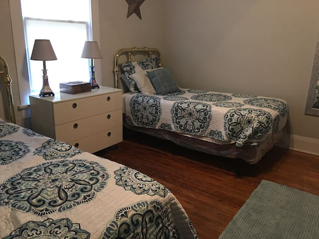 Room for Two near FSC & SEU with Private Entry
