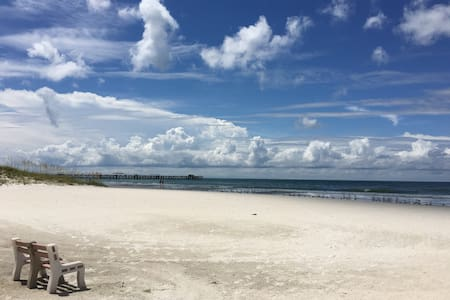 Cozy Beachfront Cottage #5 - Redington Shores - Apartament