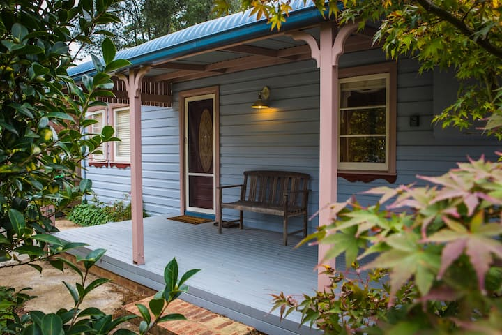 Charming Wentworth Falls Cottage