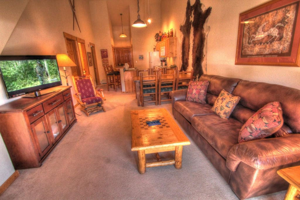 Living Room - There is a new flat screen TV and DVD player in the living room.