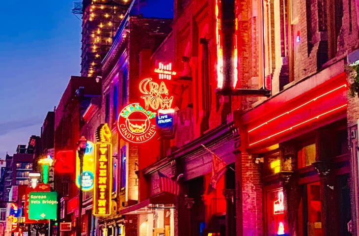 DO THIS, THEN DO THAT! (A Nashville Guidebook to Local Favorites)