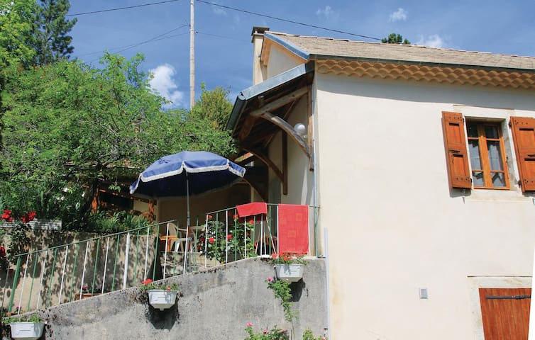 Semi-Detached with 1 bedroom on 52m² in Glandage