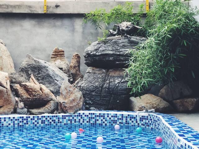 【北戴河精品民宿】家庭套房 可以住6-7人 麻将机/儿童游泳池/秋千/房顶露台烧烤