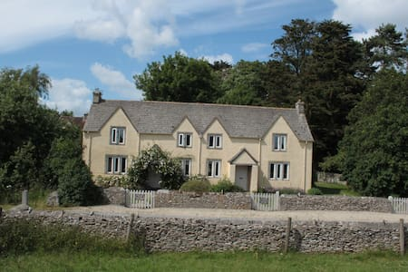 Spacious Country Cottage with private garden - Bibury - Huis