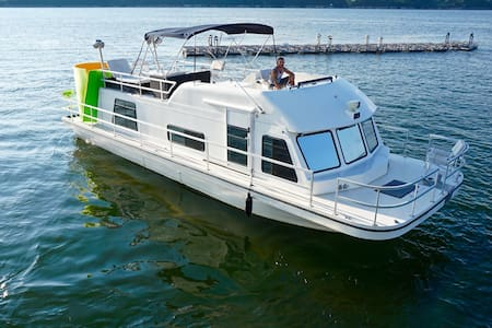3 bed House Boat on the WATER - オースティン