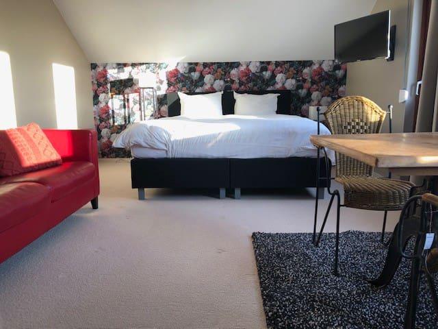 Luxe kamer op de 1e verd met eigen badkamer