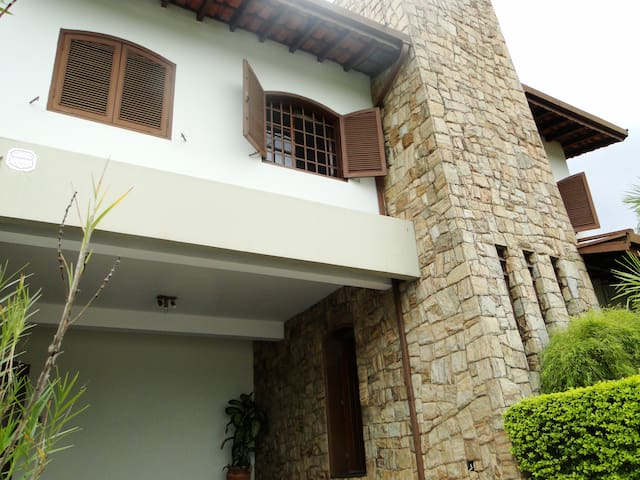 Casa charmosa próxima à Lagoa do Taquaral